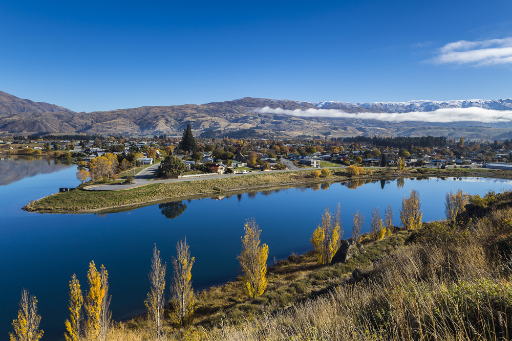 lake-dunstan-otago-new-zealand
