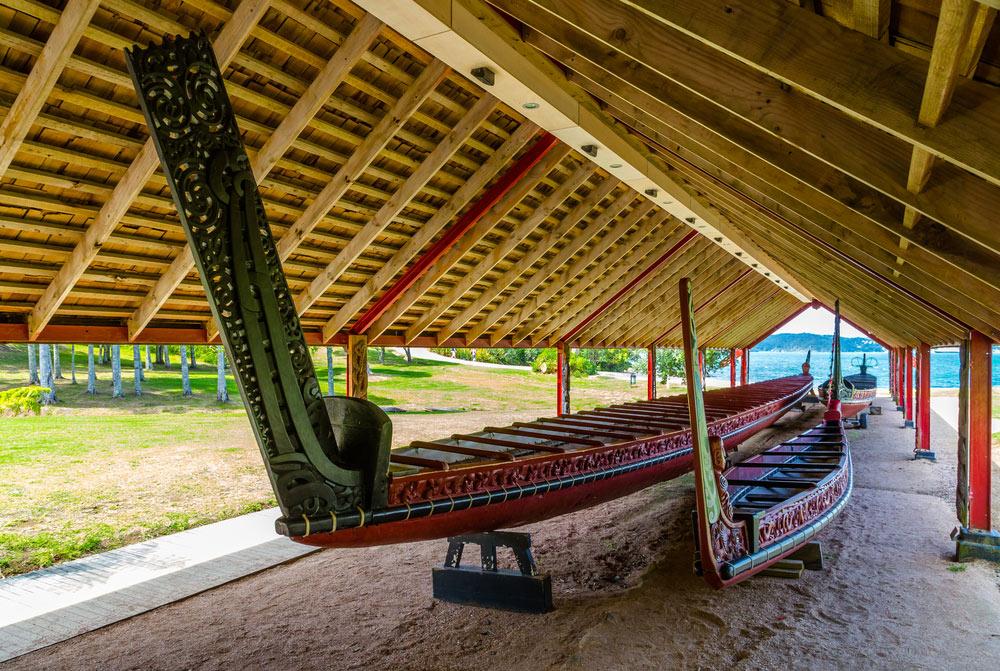 Maori-carved-canoes-waitangi-new-zealand