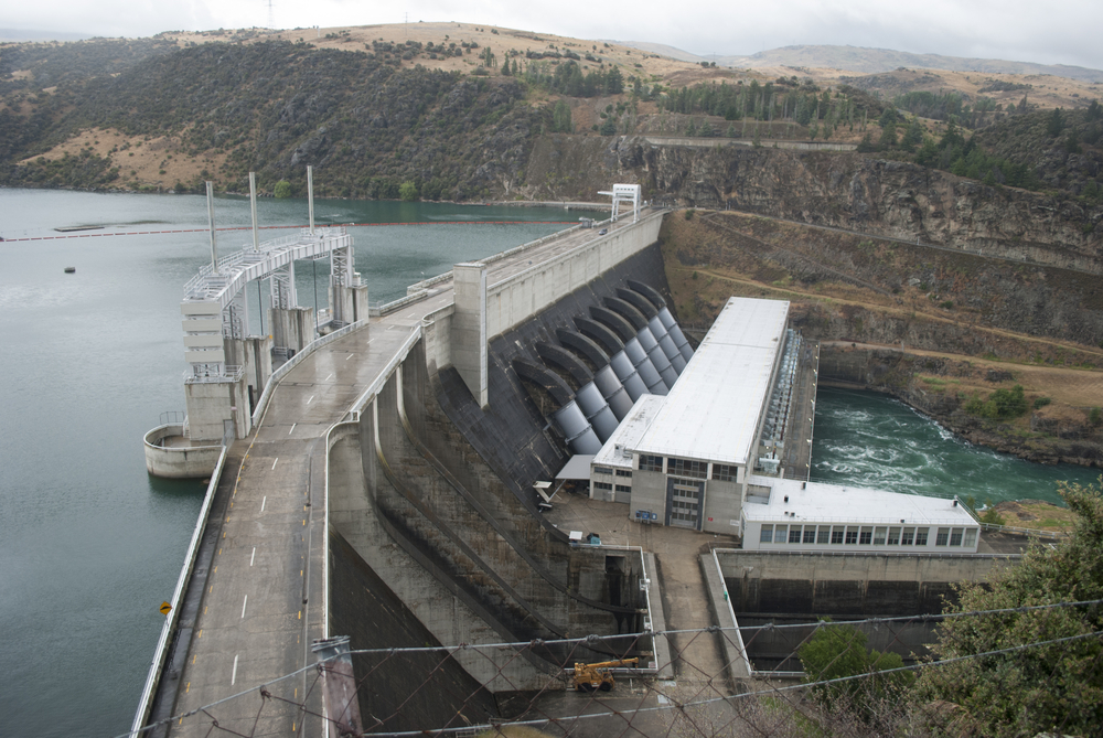 Tou roxburgh-dam-power-station-in-clutha-river-south-island-new-zealand