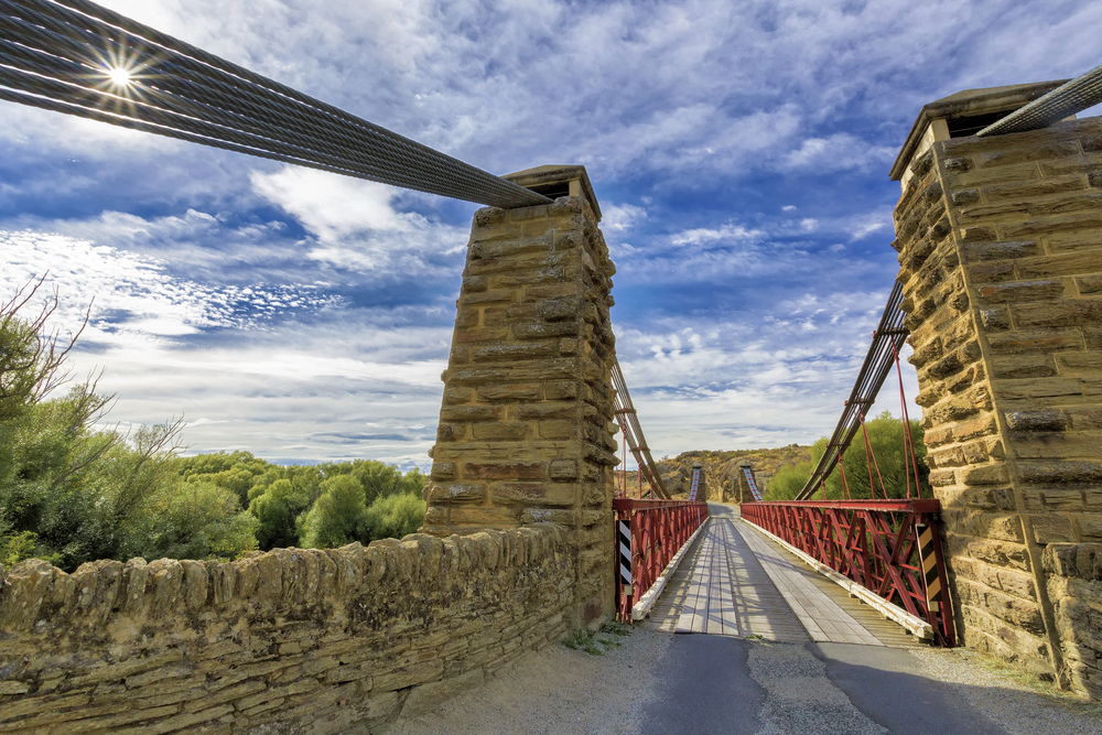 suspension-bridge-crossing-the-manuherikia-river-at-ophir-otago-new-zealand